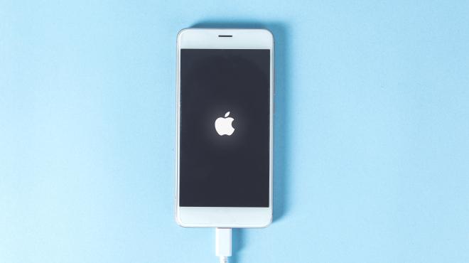 iPhoneの電源が入らないときの対処法