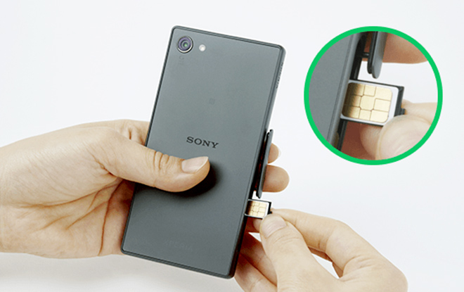(4)SIMカードを挿入する