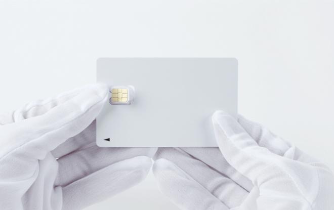 (2)SIMカードを切り取る